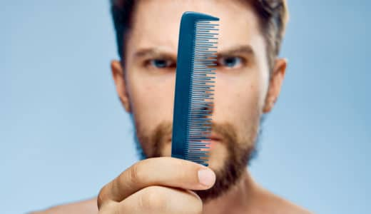 抜け毛が多い…注意が必要なのは何本?心配な人がやるべき対処法8つ
