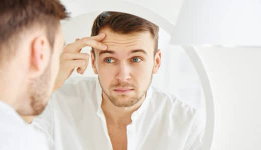 おでこはげの原因と対策を徹底解説!男女別のおすすめ髪型も
