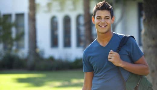 大学生の薄毛は回復できる!今日できる対策から最新の治療法まで徹底解説